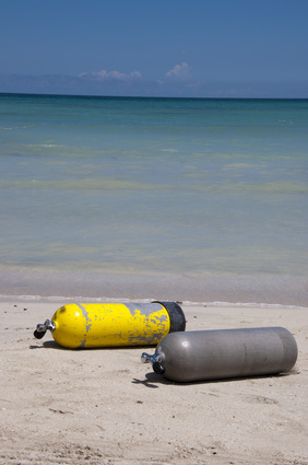 What 2 metals are SCUBA tanks made of, Aluminum vs. Steel tanks, How heavy is a SCUBA tank