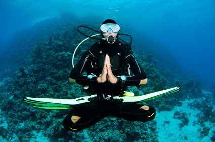 scuba diver being Neutral underwater