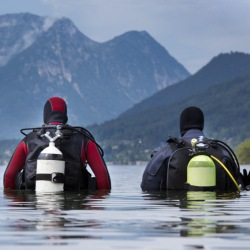 Diving Drysuit Divers in mountain lake (1)