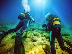 SCUBA wetsuit diving